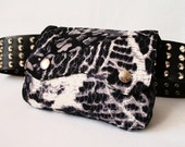 """Belt Pouch 2.0 """"Reptiles & Bats"""" with print in black, gray and white"""