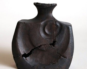 Otōto - In Black - Ceramic - Sculptural Vessel - Interior Design Ideas - Decor