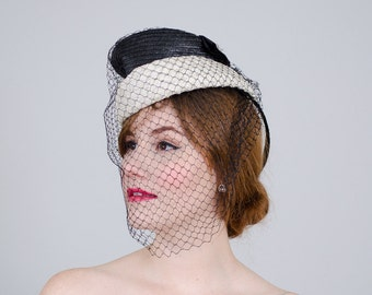 1940s vintage hat / black and white straw tilt hat