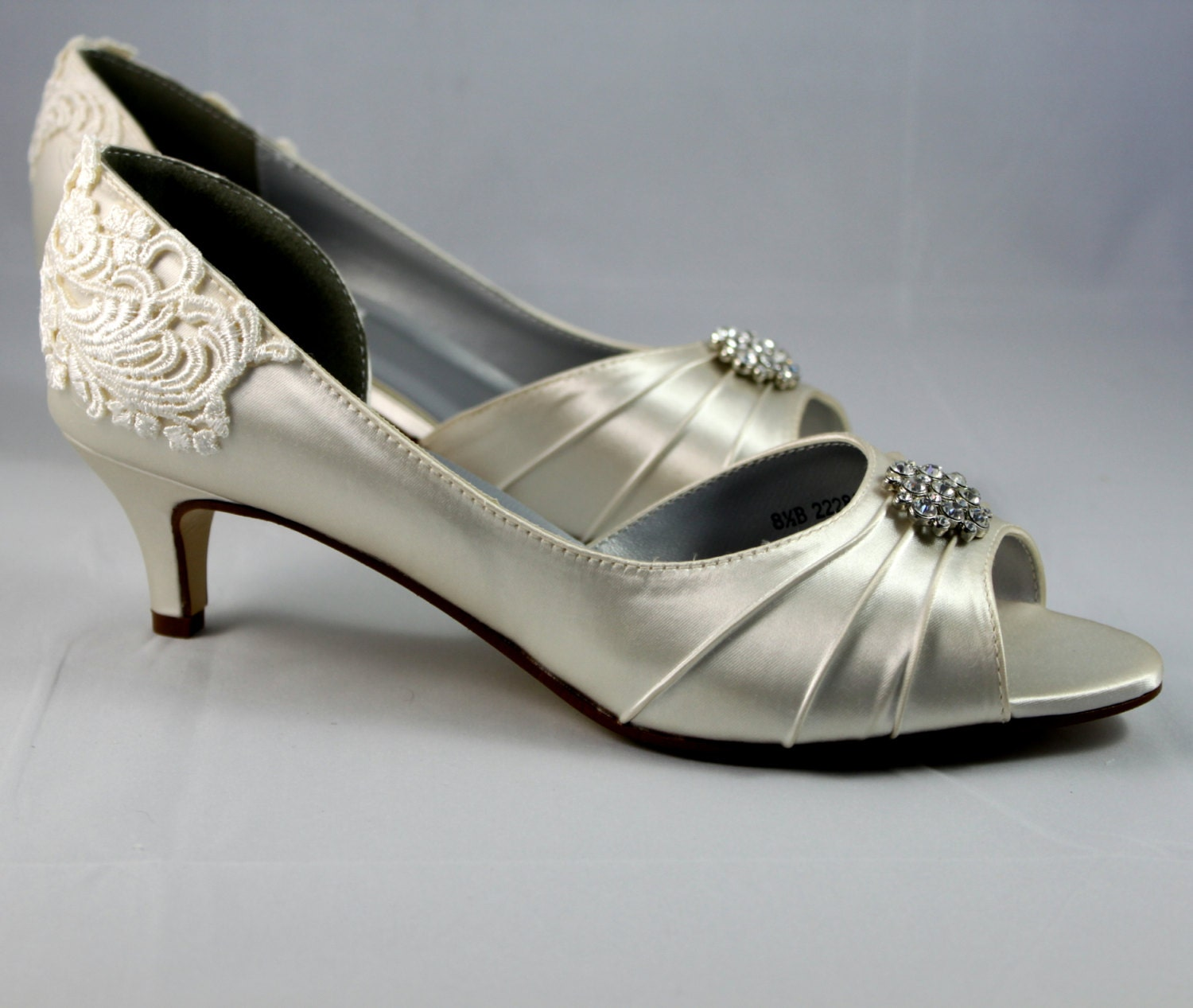 wide width wedding shoes low heel ivory wedding shoes wedding shoe low heel size 8 5 1410