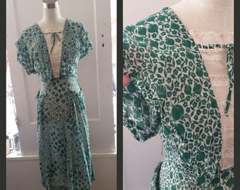 Beautiful 1940's Kelly Green & Ivory Print Dress