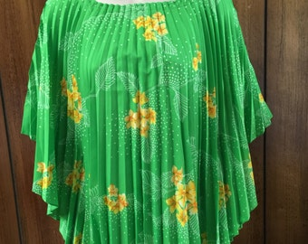 1960's Beautiful Green Floral Pleated Bat Wing Dolman Sleeve Poncho Blouse Adjustable Neck **Free USA Shipping**