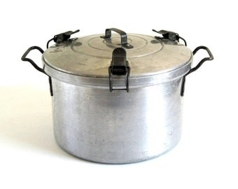 Lifetime Automatic Pressure Cooker (Waterless) All Metal Cookware Aluminum Stockpot, for camping pots & pans, or food photography prop