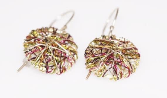 Disc earrings gold simple earrings wire art jewelry minimalist for Minimal art jewelry