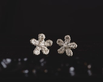 Sterling Silver Daisy Earrings-Silver Daisy Stud Earrings-Flower Post Earrings-Crochet Daisy Earrings-Delicate Stud Earrings