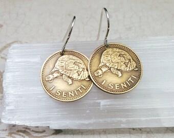 Turtle jewelry. Vintage 1974 Tortoise COIN Earrings. Turtle earrings. Tonga 1 seniti. Turtle dangles. Coin earrings. Tortoise earrings