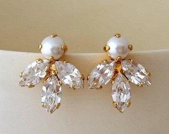 Bridal earrings,Pearl crystal stud earrings,Bridesmaid gift, Petite pearl and crystal earrings,white Cluster earring,Vintage Bridal earrings