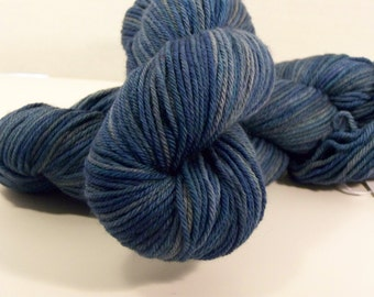 Superwash Merino, worsted weight yarn, 218 yrds, 100 gr