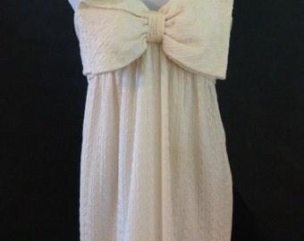 Vintage Oscar de la Renta Creamy White Textured Silk Crepe Gown, Size 10 Featuring Signature Oversize Bow