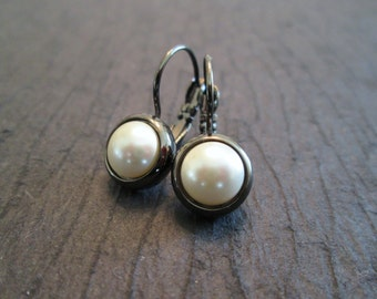 Gunmetal Pearl Swarovski Earrings/ Pearl Gunmetal Bridesmaid Earrings/Cream Pearl Earrings/Pearl Jewelry/Bridal Earrings/Gunmetal Earrings