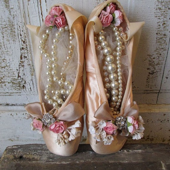 Vintage ballet pointe shoes faded blush pink shabby cottage for Ballet shoes decoration