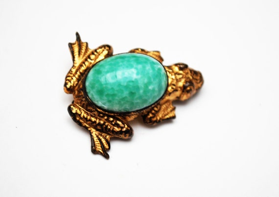 Frog Brooch - Green Peking glass  - gold filled  - Art Glass figurine vintage  pin