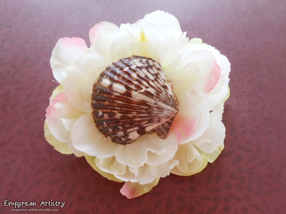 Flower Hair Barrette - Seashell Hair Barrette - Nautical and Beach Hair Piece - Large Flower Hair Piece - White Flowers and Scallop Shell