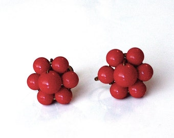 Red Cluster Earrings ~ Vintage Rich Red Lucite Bead Screw-backs