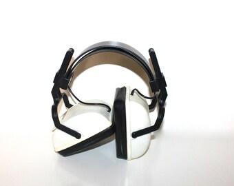 VINTAGE HEADPHONES Made by Janon Am/Fm Black and White Radio Headphones Rad!
