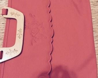 Red linen appliqués handbag with wooden handle