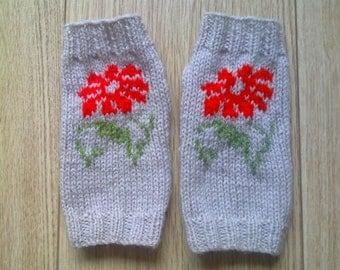 Wrist warmers - daisy flower - fingerless gloves - mittens