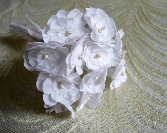 Sweet Little Primrose Old Fashioned Bouquet Millinery Flowers Wedding White Fabric Stems Bunch of 12 Bridal Hair Boutonniere 3FN0096W
