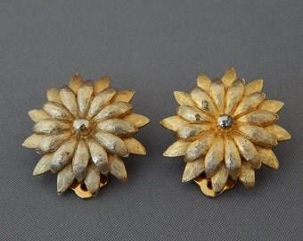Vintage KRAMER Flower Earrings Clip-Ons, Gold Flower Earrings, Gold Tone Gardenia Flower Clip-Ons Kramer, Estate Jewelry