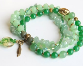 Green beaded bracelet with jade beads and 4 (elastic) strands / Sundance Style jewelry