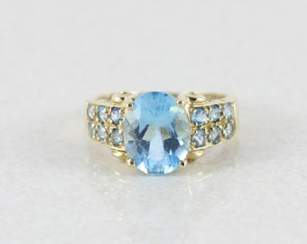 10k Yellow Gold  Blue Topaz Ring Size 4 1/2