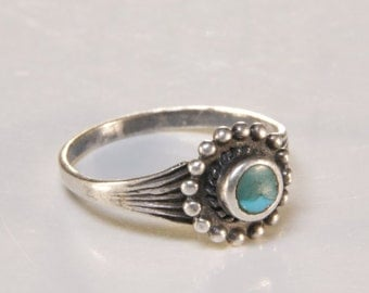 Vintage Native American turquoise ring / sterling silver and turquoise ring  / turquoise ring  /turquoise jewelry / Native American / 1002