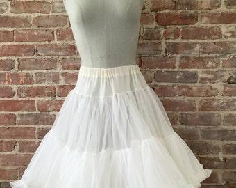 Size M / L - 1950s White Petticoat / Vintage Crinoline
