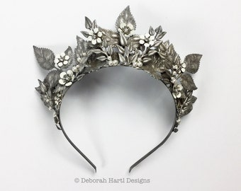 Silver bridal crown - Magnificent decorative leaf & floral Princess tiara wedding crown headpiece with crystal pearl detail vintage finish