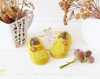 Beautiful and warm booties for boys and girls. SLIPPERS SOCKS.