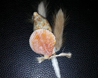 Seashell Beach Boutonniere w/ Natural Accents