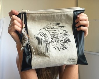 Digital print. Feathers and Indian head dress. Zippered clutch