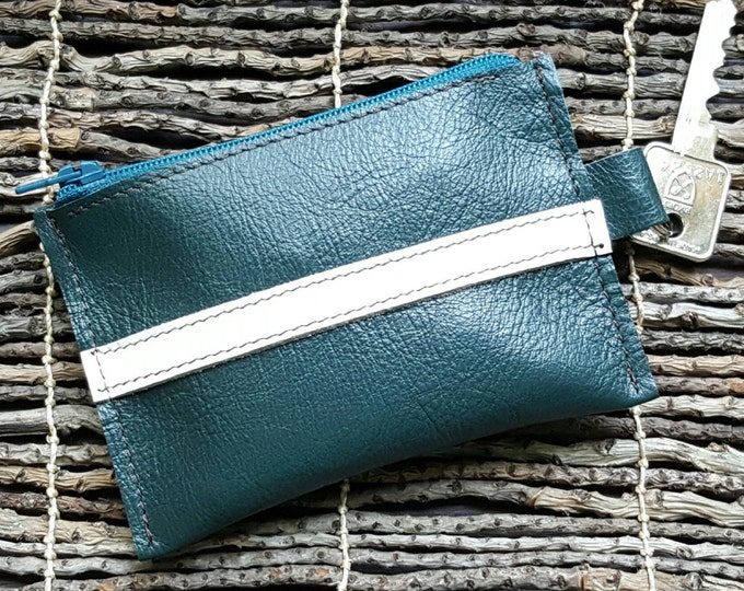Leather Key Wallet in Plata Kelly Green / Sauvaged Sheened Leather / Artist: Pamala Phelps @ TamuCreations