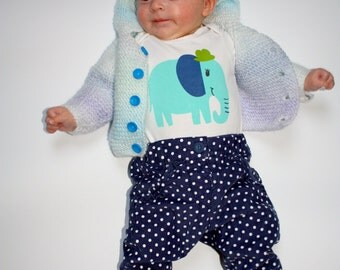 Blue baby cardigan hand knitted for 0-3 months old baby, EU size 56-62