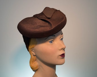 Fashionable 1940's Tilt Straw Hat with Snood Back