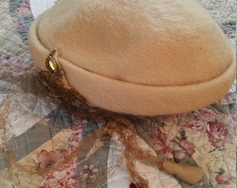 Vintage Ladies Womens Camel colored Woolen Hat, Fascinator