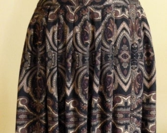 Long skirt in brown tones