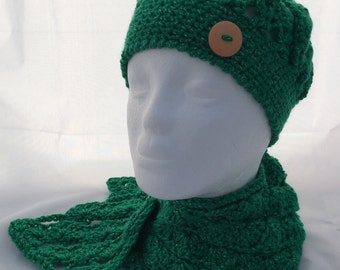 Young girl's hat & matching scarf. Age 5 - 10.
