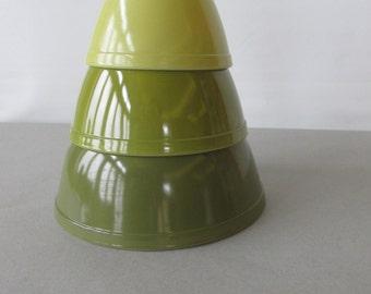 Vintage Pyrex Mixing Bowl Set- Verde- 3 piece bowl set | pyrex 401, 402 & 403 - green and yellow pyrex bowls, retro kitchen | Made in USA