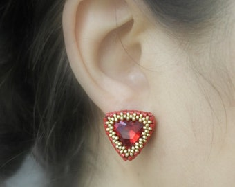 Red Triangle Earrings, Ruby Crystal, Triangular, Pyramid Earrings, Geometric, Ohrring, Peyote Stitch, Gift, Anniversary, Zarcillos, Vrilles