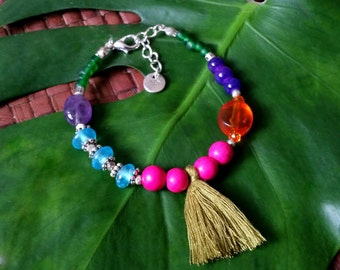 Dreamweaver bracelet - Bracelet with various colourful beads and a moss green tiny tassel