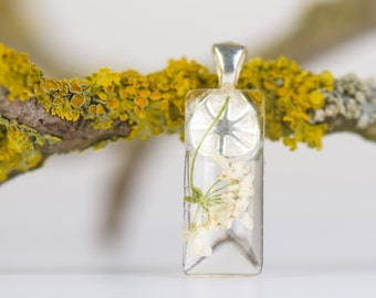 Pendant with real dried flower, Flower Jewelry, Real Flower Encased in Resin, Pressed Flower Jewelry, Resin Jewelry