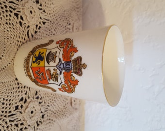 Antique W.H. Goss Porcelain Tumbler Carrying the Coat of Arms of the City of Douglas, Isle of Man
