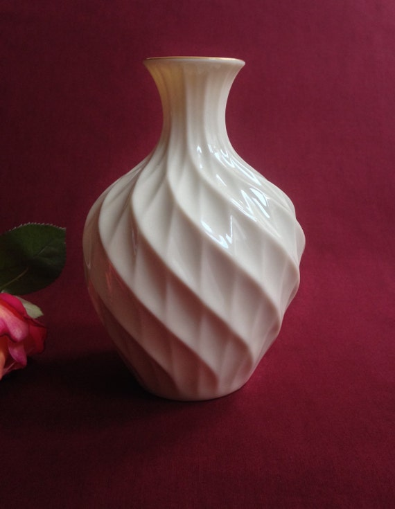 Lenox Vase Richmond Swirl Diamond Pattern Ivory Off White