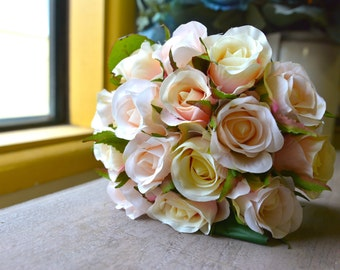 Classic Rose Bunch in pale pink -ITEM002