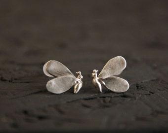 Bee stud earrings -Sterling silver stud earrings- Dainty bee earrings- Insect earrings- Animal jewelry-Cast Jewelry-Bee jewelry