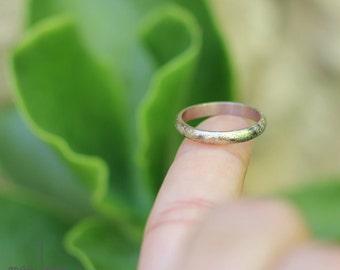 Wedding band in white gold 18 carat, Modern wedding ring, Delicate ring, Textured  band, Meteorite ring, French handmade, Women Men ring