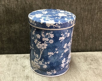 Daher Tin in Blue and White Floral, Daher Cherry Blossom Tin, Blue White Asian Tin, Oriental Floral Tin, Made in England, Daher Storage Tin