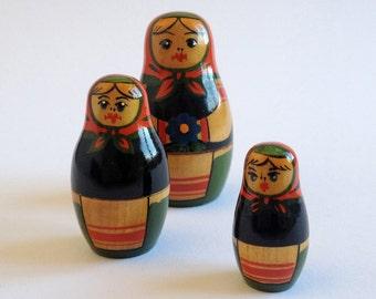 BABUSHKA. Vintage Russian Nesting Doll. 1970s USSR Matryoshka.