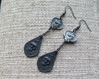 pirate earrings, skull earrings, pirate ship earrings, Halloween earrings, pirate jewelry, goth earrings, black earrings, Halloween jewelry
