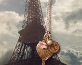 Hot Air Balloon Necklace. In Brass. Vole avec moi dans Mon Ballon. Fly Away With Me